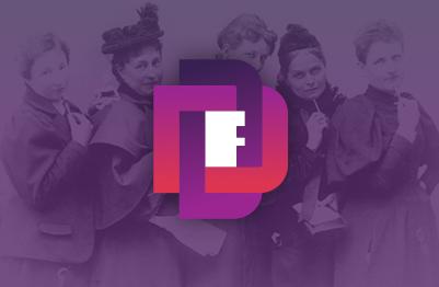 Logo des DDF vor einem Foto von Anita Augspurg, Marie Stritt, Lily von Gizycki, Minna Cauer und Sophia Goudstikker