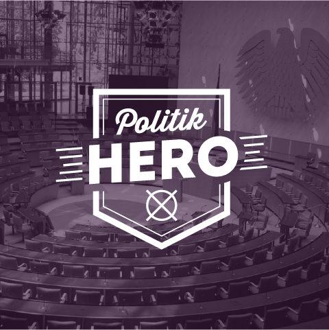 Foto: Logo der Plattform PolitikHERO vor einem Foto des Plenum im Bundestag